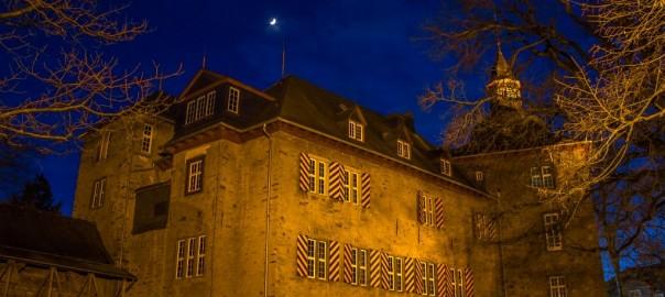 Mond über dem oberen Schloss